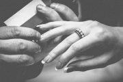 Degetul inelar si inelul de logodna