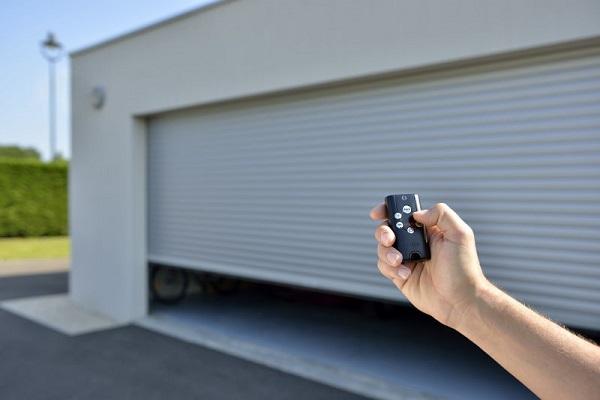 Modele de usi automatizate pentru garaj