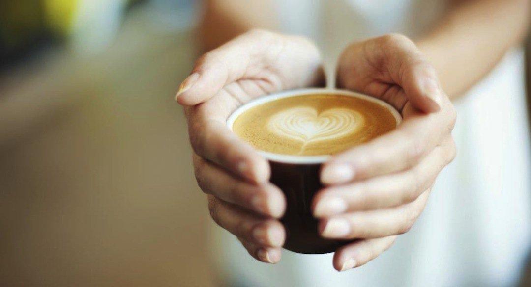 Doua motive pentru a bea cafea in fiecare zi