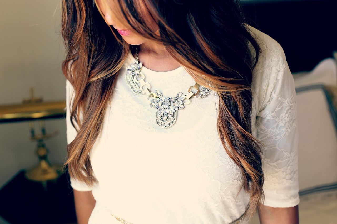 Bijuteriile cu scoici sunt inca la moda
